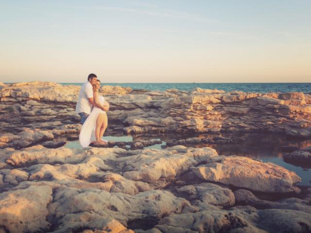 Photographe Grossesse, shooting extérieur, plage