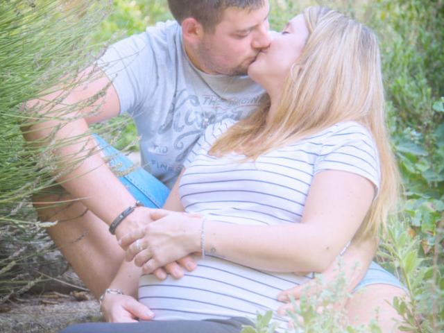 Photographe Grossesse, shooting extérieur, couple