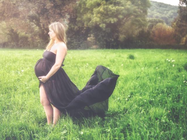 Photographe grossesse, shooting extérieur, vintage