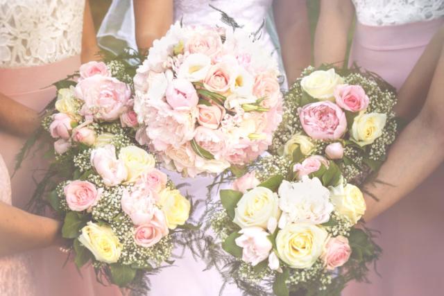 Photographe de mariage, bouquets de la mariée et demoiselles d'honneur