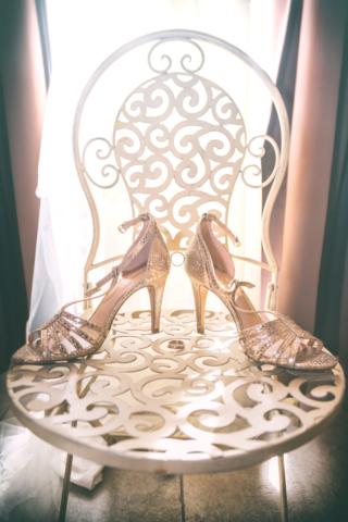 Photographe de mariage, chaussures de la mariée