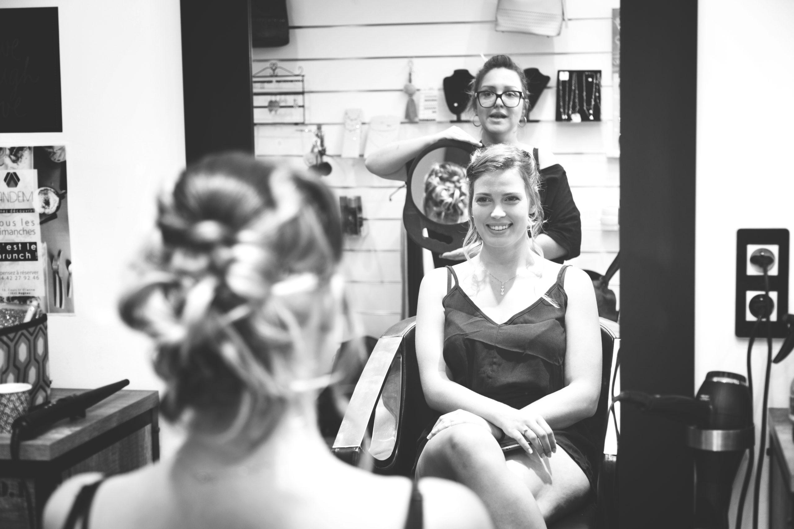 photographe de mariage, chez le coiffeur
