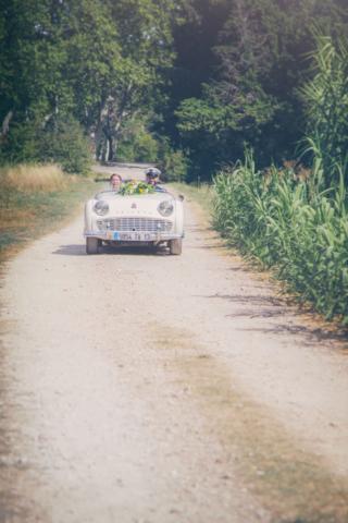 Photographe de Mariage, mariage bohème, la voiture