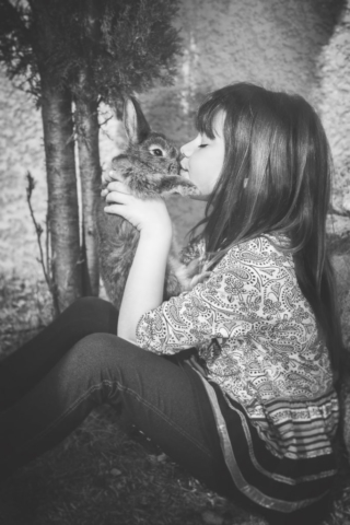 Photographe portrait, shooting enfant, fille, animaux de compagnie